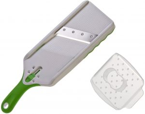 Flat-board-mandoline-slicer-for-zucchini